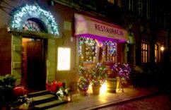 wieczór, przed restauracją